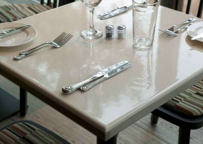 Table sur mesure - Runnymede Hotel - Custom colour - Windsor (UK)